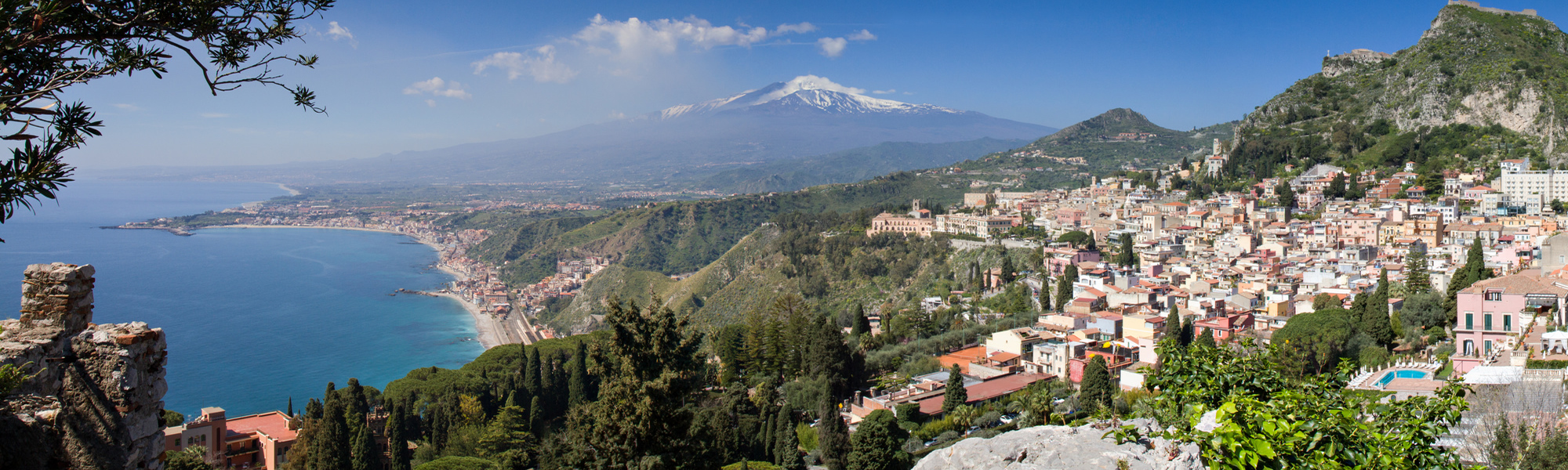 Discover the fascinating Taormina with our small group tours