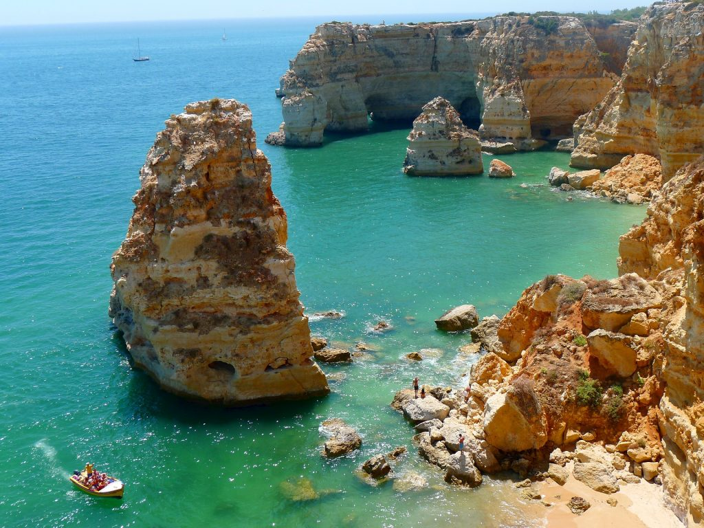 "13 DAYS PORTUGAL SMALL GROUP TOUR: ""PORTUGAL,DOURO VALLEY & THE ALGARVE"""